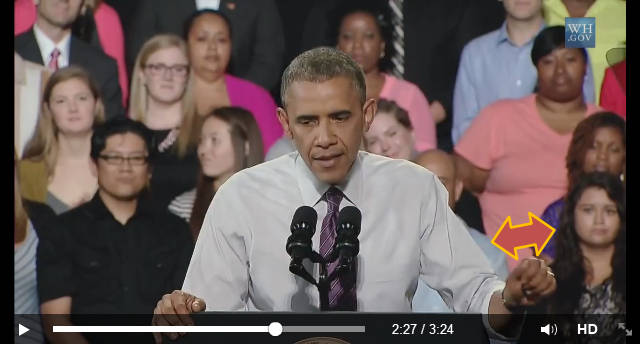 Gest zaprzeczenia i podpisania jednocześnie podczas przemówienia publicznego Baracka Obamy